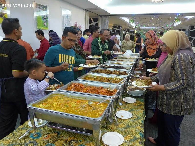 2. buffet line