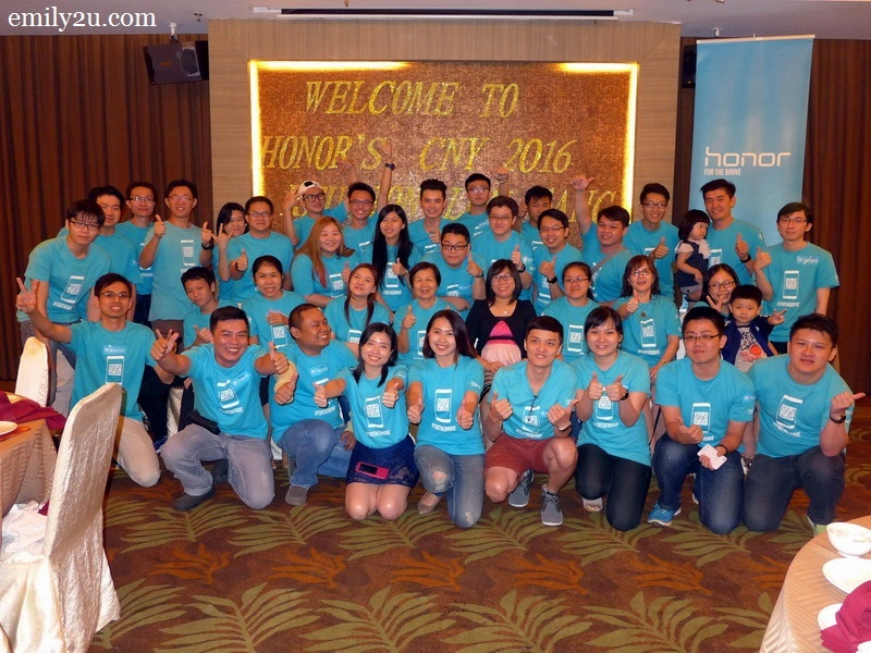 1. Honor users, fans and staff pose for a group photo