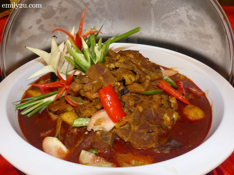 Tulang Rusuk Kambing Kari dengan Kentang / Lamb Ribs Curry with Potato
