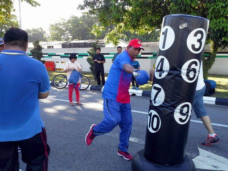 5. Ipoh City Mayor Datuk Zamri Man demonstrates boxing