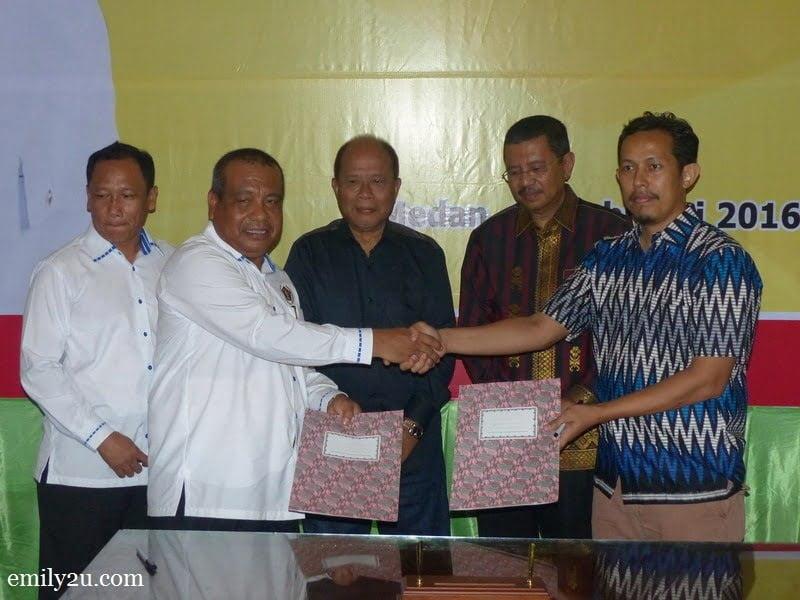 9. the signing of a Memorandum of Understanding (MoU) between Persatuan Wartawan Indonesia (PWI) Provinsi Sumatera Utara and Persatuan Wartawan Muslim (PWM) Negeri Perak, Malaysia