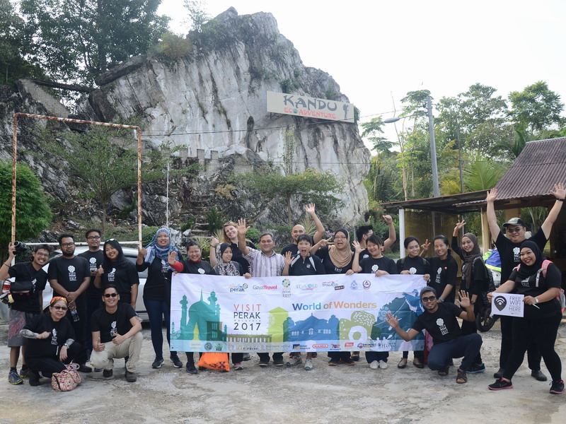 1. Team ASEAN Media in Gopeng, Perak ready to conquer Gua Kandu