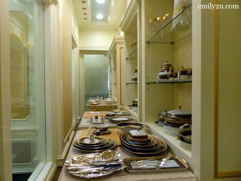 10. collection of crockery sets