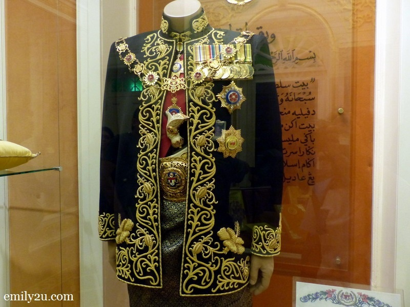 12. The official costume of the King of Malaysia, used by HRH Sultan Azlan Shah during his reign from 1989 - 1994