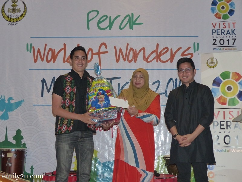 12. Edgar Alan Zeta-Yap (L) wins a prize for being the most active social media influencer during the trip