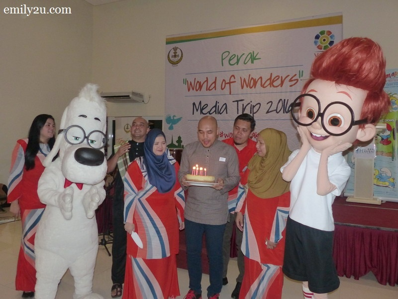 16. birthday boy Ed Junaidi makes a wish before he blows out the candles