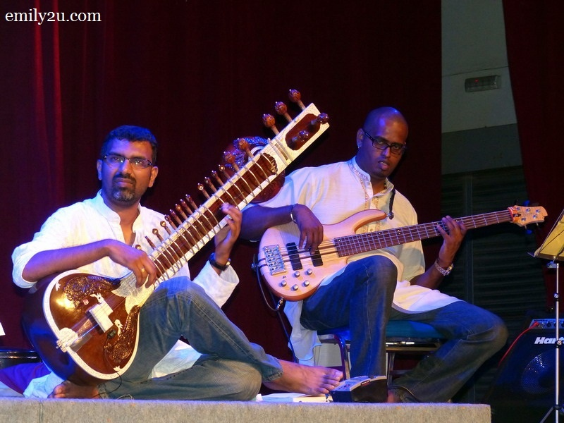 2. Kalai on the sitar (L) and Mark Daniel on bass (R)