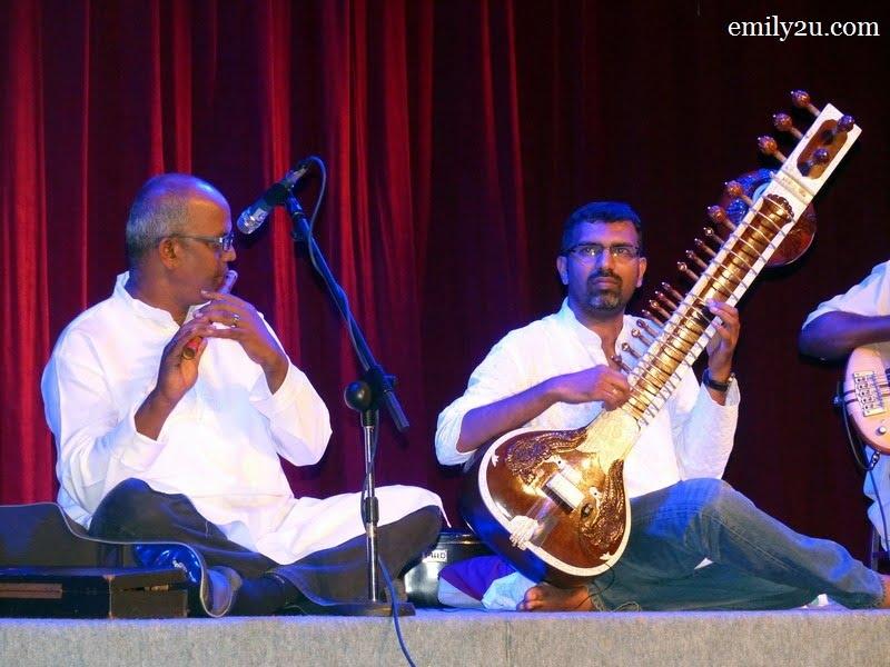 4. Mahendran on flute (L) & Kalai on sitar (R)