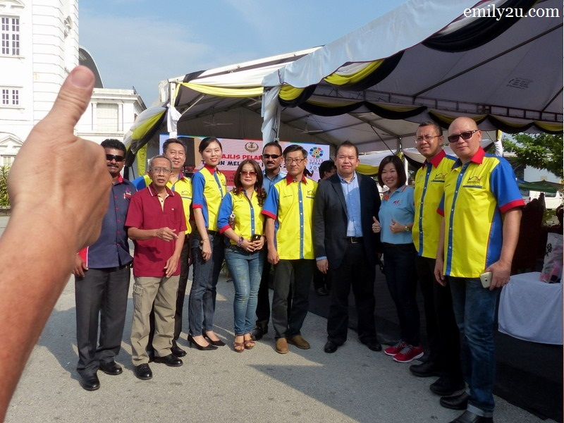 4. thumbs up for members of MAH (Malaysian Association of Hotels) Perak Chapter and 4th IPOH International Waiters Race