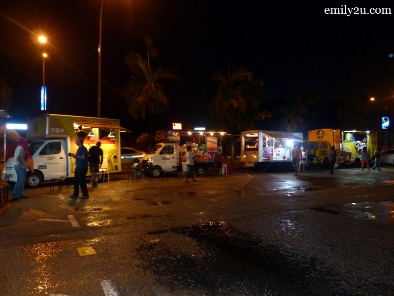 7. a popular stop for Ipoh food trucks - by the junction of Persiaran Greentown 3, Greentown Business Centre in Ipoh