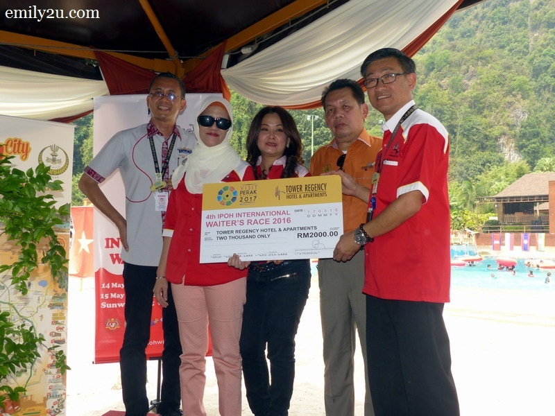 7. Tower Regency Hotel sponsors RM2,000 - second from left is Hotel Manager Madam Mariana Abdul Hamid
