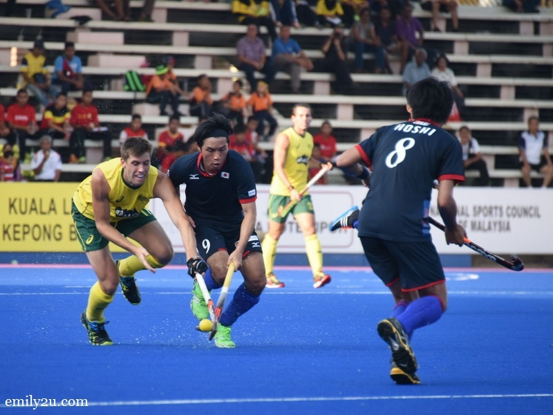 1. Australia (yellow / green) vs. Japan (black)
