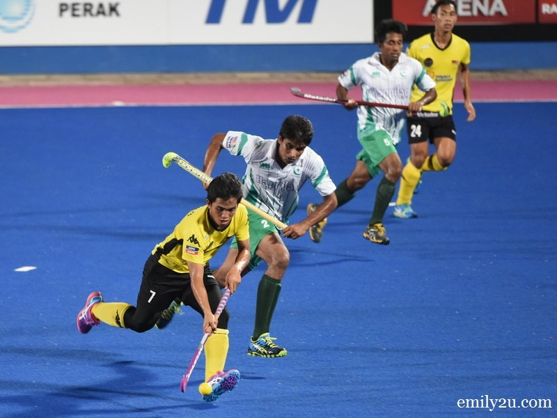 1. Malaysia (yellow / black) vs. Pakistan (green / white)