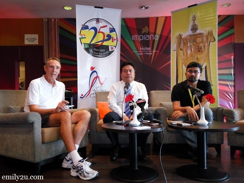 1. L-R: Tournament Director Mr. Gary Marsh, Organising Chairman and President of Perak Hockey Association  Y. Bhg. Dato' Haji Abd Rahim bin Md. Ariff and Chief Executive Officer of Malaysian Hockey Confederation Mr. K. Logan Raj during the pre-tournament press conference