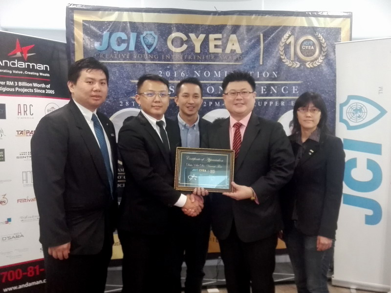 Dato' Sri Dr. Vincent Tiew (second from right) Managing Director of Andaman Property Management Sdn Bhd as JCI CYEA 2016 Ambassador. From left: Lim Zhi Hong, JCI PJ President; Edmund Kong, JCI CYEA 2016 Organizing Chairman; Andy Lau Eng Leong, JCI National Executive Vice President; Chee Phek San, JCI Ipoh President.