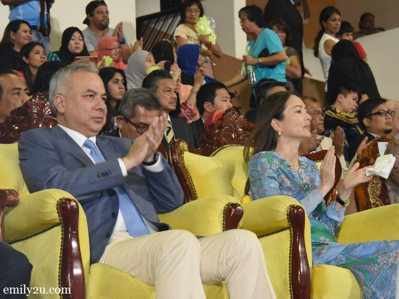 2. HRH the Sultan of Perak Sultan Dr. Nazrin Muizzuddin Shah and his consort Tuanku Zara Salim Davidson
