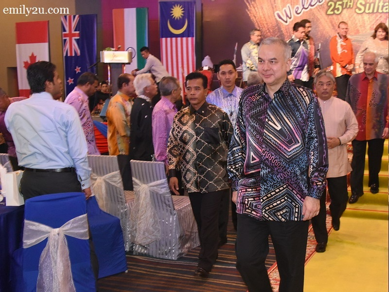 3. HRH Sultan Nazrin Shah (L), royal patron of the Sultan Azlan Shah Cup