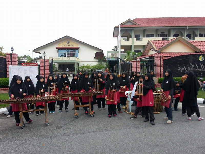 4. angklung performance