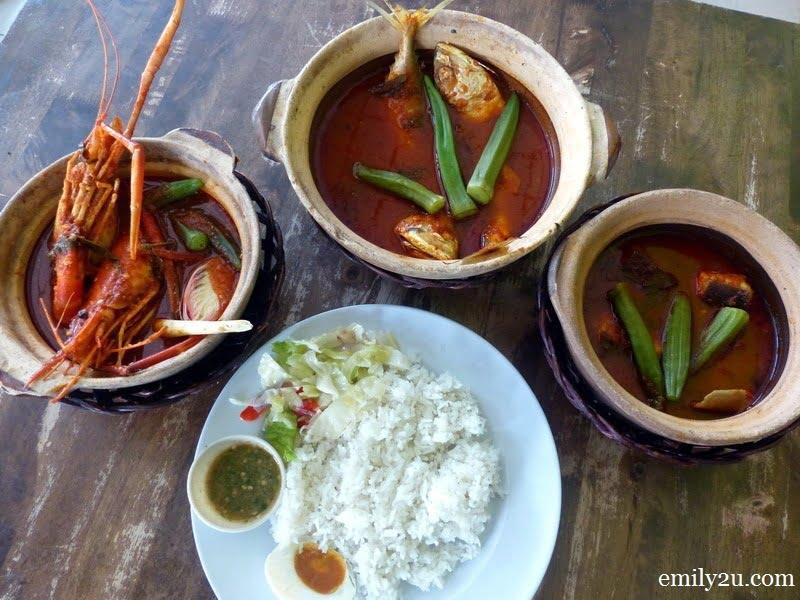 1. a luxurious meal of Asam Pedas Udang Galah at Dataran Kuala Kubu Bharu, Selangor