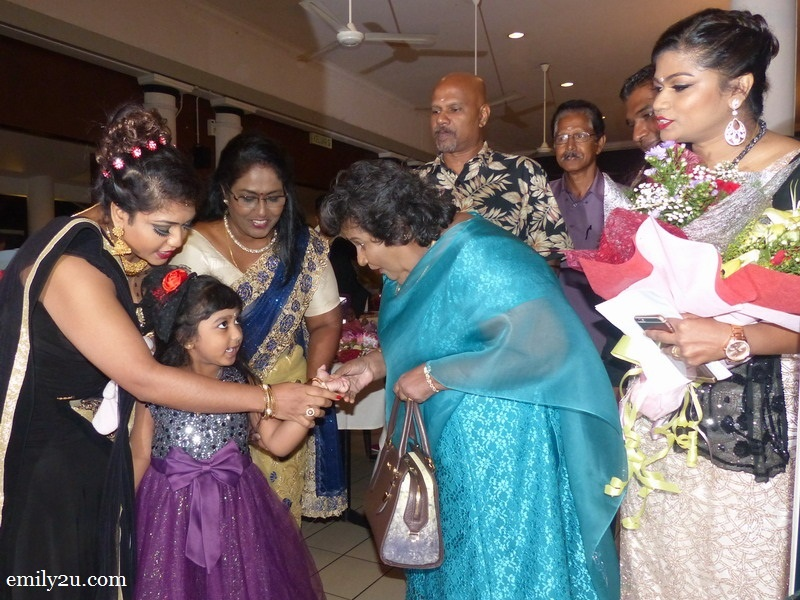 1. guest-of-honour Manitha Neya Mamani Ratnavalli Vijayaraj Amma (in blue) arrives