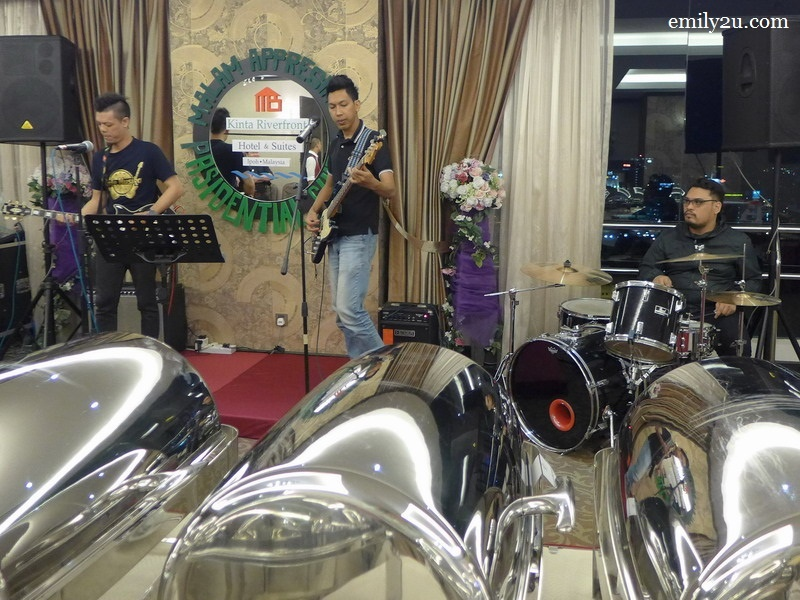 2. entertainment by a live band