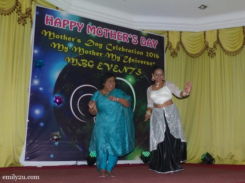 20. Manitha Neya Mamani Ratnavalli Vijayaraj Amma shows that she can dance too