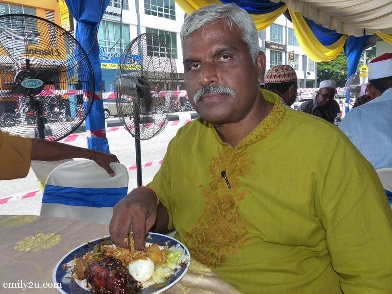 4. Uncle Segar enjoys his lunch at Nasi Kandar Pelita (Ipoh)