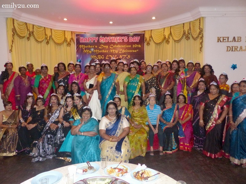 6. a group photo of all mothers