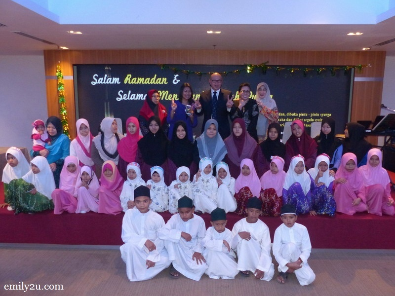 1. the management of Hotel Excelsior Ipoh with children from Pertubuhan Baitul Mubaroqah and their guardians