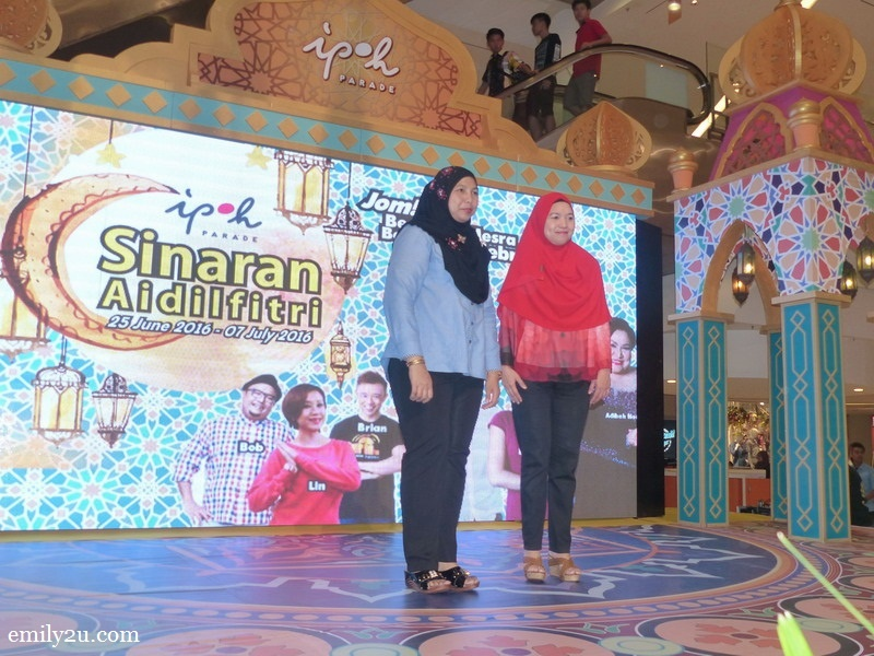 3. guest-of-honour Tourism Perak acting Chief Executive Officer Puan Zuraida Md. Taib (L) during the launch gimmick