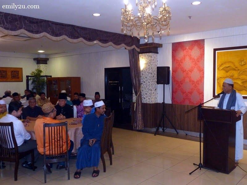 4. Chairman of Persatuan Kontraktor Melayu Malaysia Negeri Perak (PKMM) Datuk Wira Jamaluddin Bin Hj. Abdul Rahim (Uncle Jamal) addresses guests