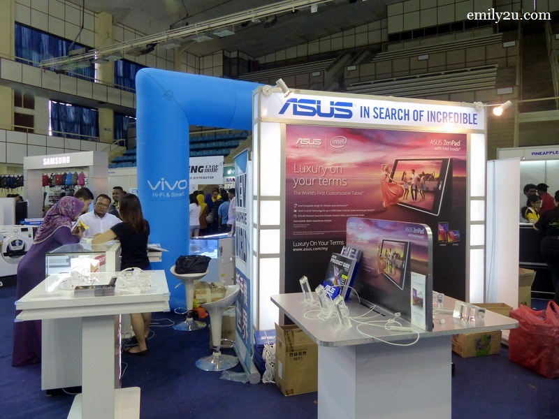 2. ASUS booth