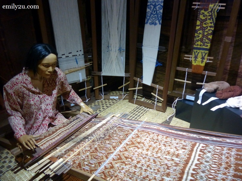 6. weaving Iban ceremonial cloth