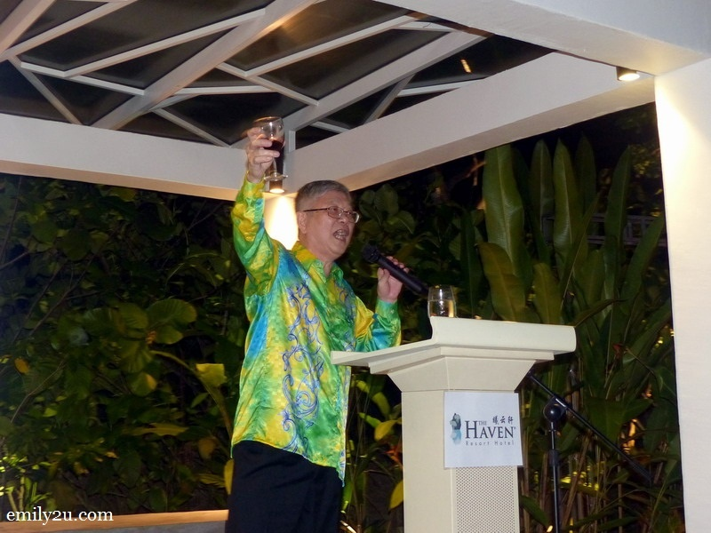 5. The Haven CEO Mr Peter Chan raises a toast to Mr. Jimmy Yeo