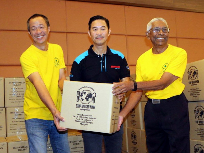 8. Calvin Ho, Senior General Manager of Sunway Theme Parks, hands over the food