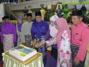 1. cutting of Hari Raya cake