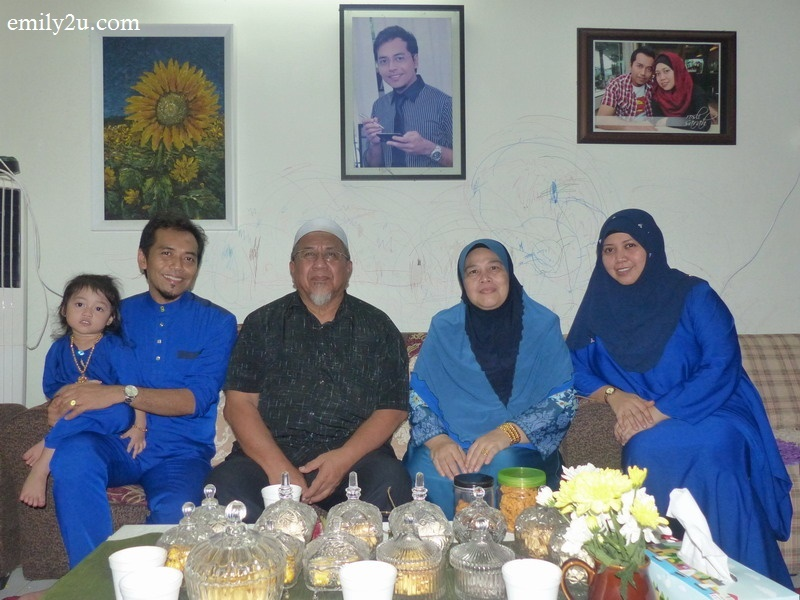 1. the hosts (L-R): Oping, Rosli, Rosli's in-laws and wife Sarah