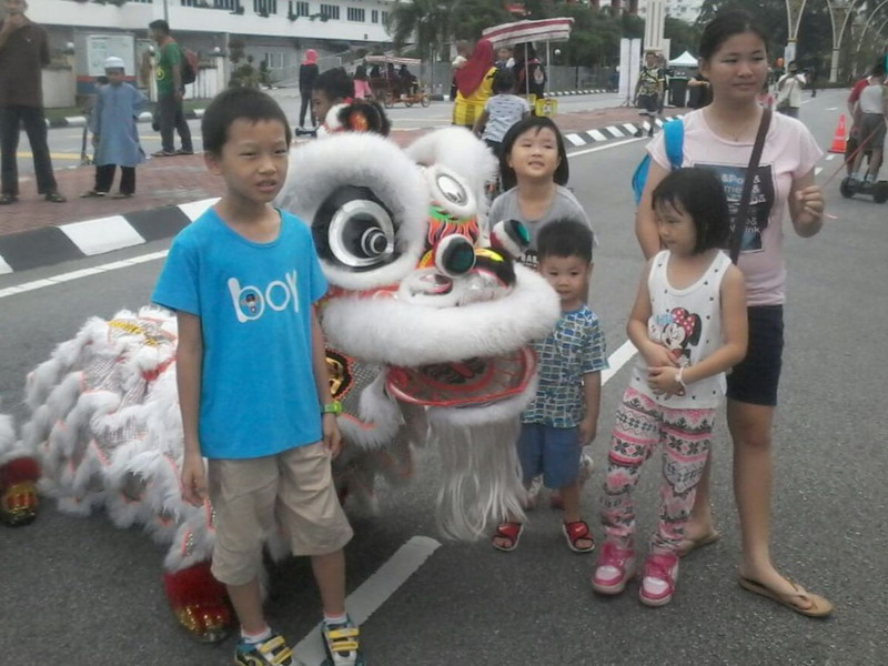 4. a young family takes the chance to pose with the lion
