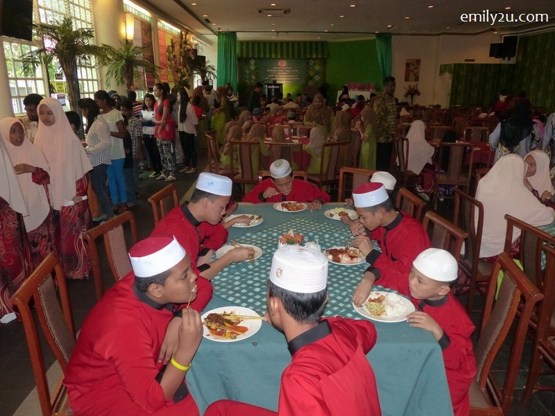 6. guests enjoy their lunch