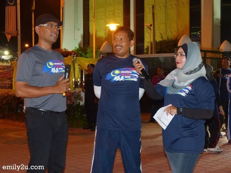 1. Emcees KT Pillai & Suhirley Arfiza Khalil interview Ipoh City Mayor Dato' Zamri Man (m)