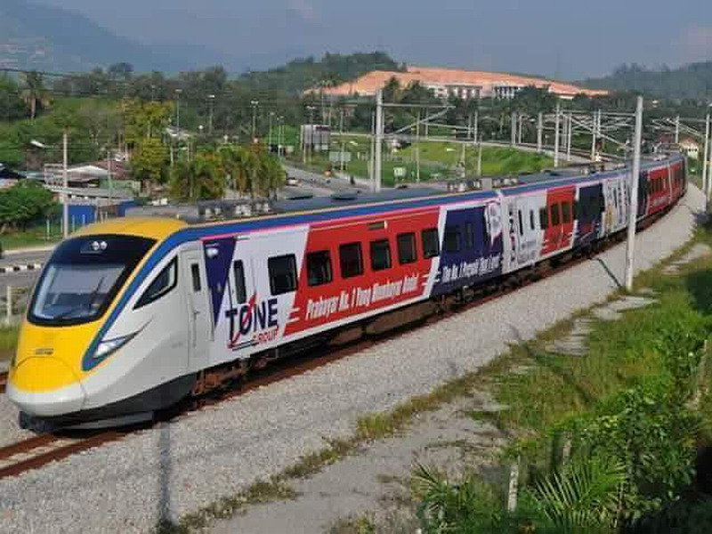 1. the Tone Group branded 'couple set' ETS train from Kuala Lumpur Sentral to Alor Setar (image by: Farid)