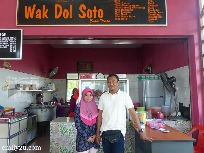 1. Wak Dol Soto proprietor, Jefri Bin Tabuti, and his wife, Fazliza Ayob