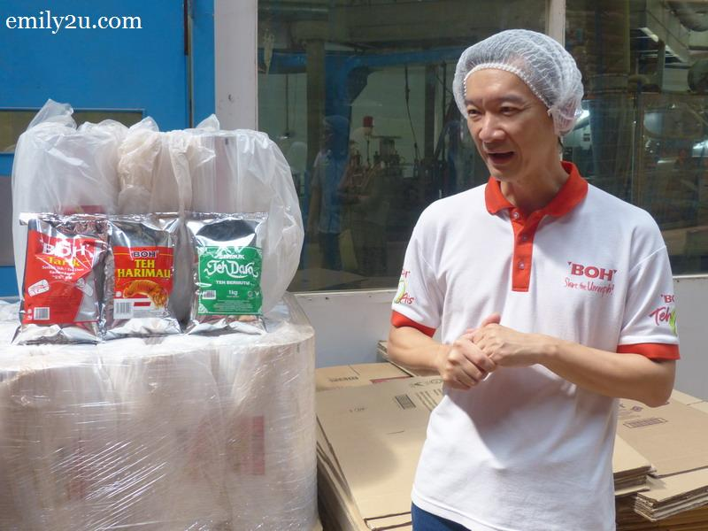 2. factory manager Tan Chong Wee explains about BOH's many products