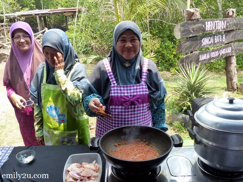 3. Pn. Najah demonstrates the method to cook Ayam Belaos