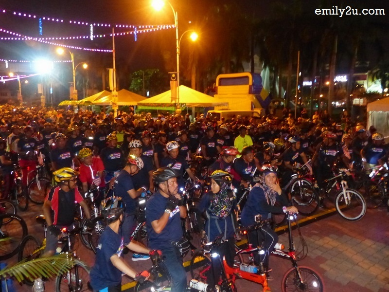 4. some one thousand cyclists participate in the fun ride