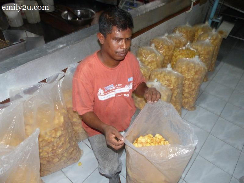 4. a worker packs the chips to be added with flavour later