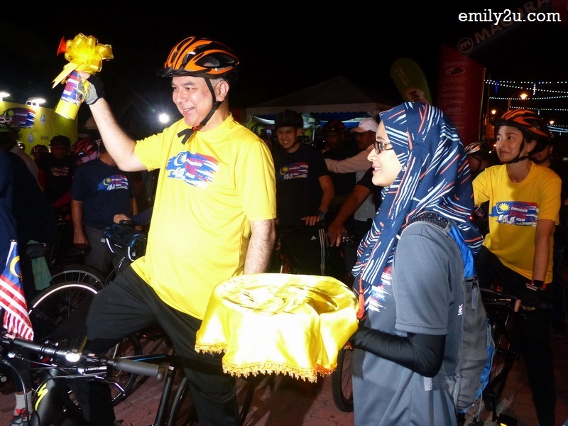9. the VIP fun ride - HRH Sultan Nazrin Shah flags off his own ride