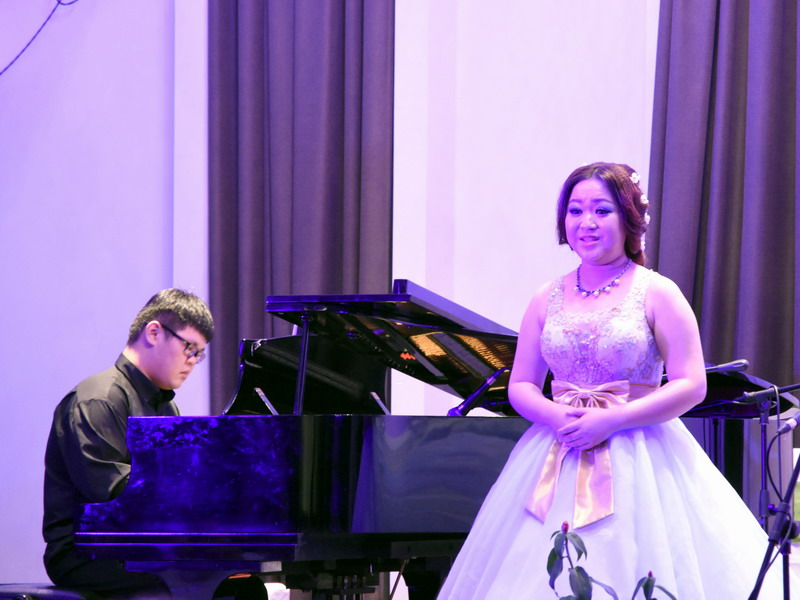 1. Liew Chen Shen accompanies soprano Lee Yi Jing on the piano