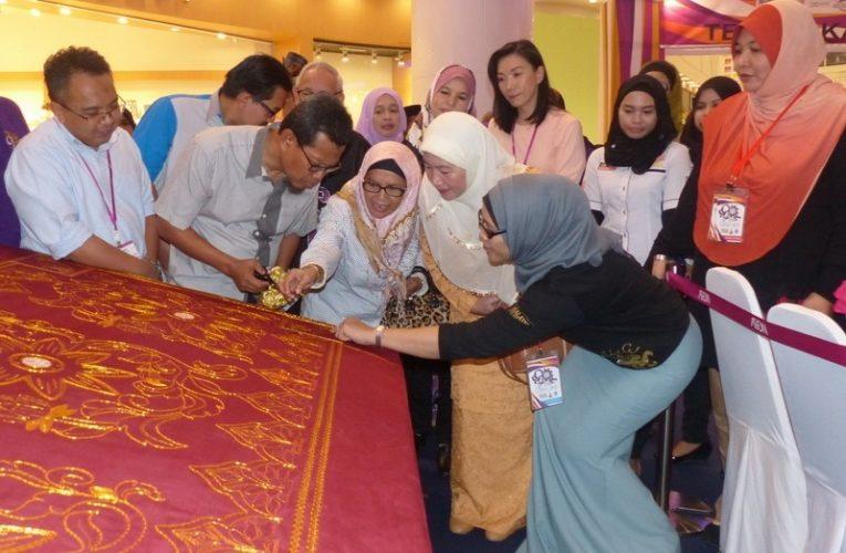 Longest Tekat Gubah Bunga Tanjung (Hand Embroidery) in Malaysia