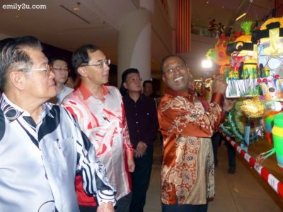 10. Dato' Seri DiRaja Zambry is fascinated by the Minion lantern